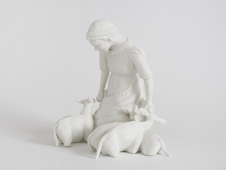 Frau mit Lämmern 2013 H: 12 cm