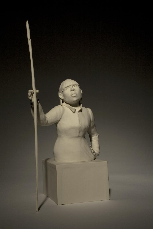 Frau mit Stock 2009H: 24 cm