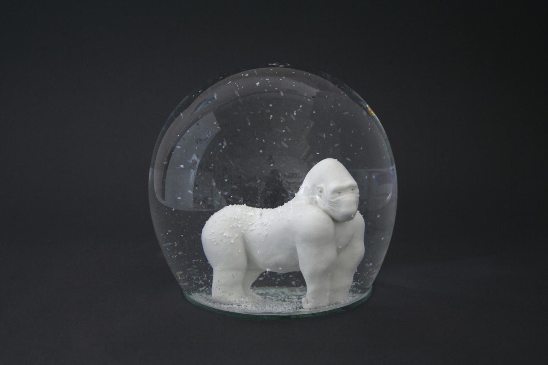 Gorilla mit Maske  2009  H: 19 cm  sold