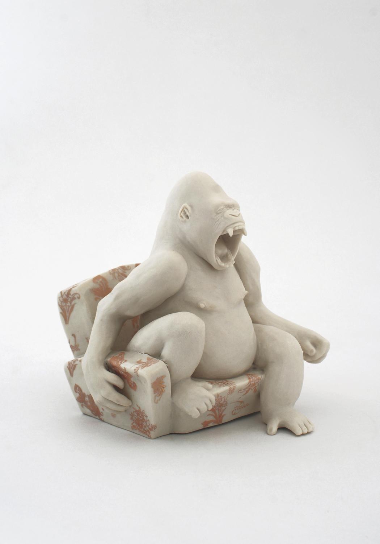 Gorilla auf Sessel  2009 H: 12 cm  sold